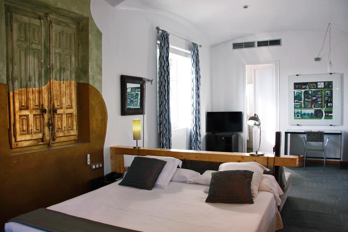 rehabilitación Hotel Mas Passamaner ventanas de madera fabricadas por Carreté Finestres fabrica de vetanas en La Selva del Camp-habitación