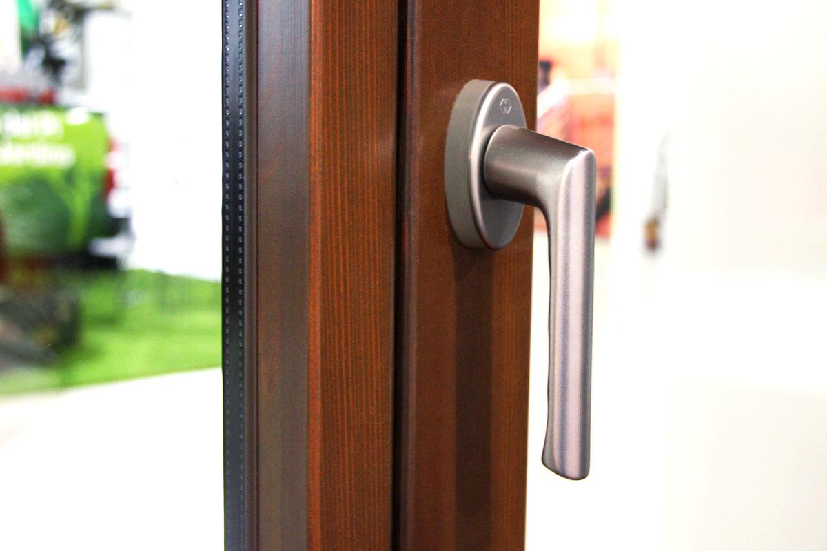 exposición ventanas mixtas de madera y aluminio catálogo fabrica de ventanas y cerramientos Carreté Finestres en ExproReus-eficacia térmica