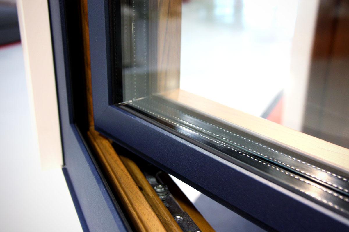 exposició finestres mixtes de fusta i alumini catàleg fabrica de finestres i tancaments Carreté Finestres a ExproReus