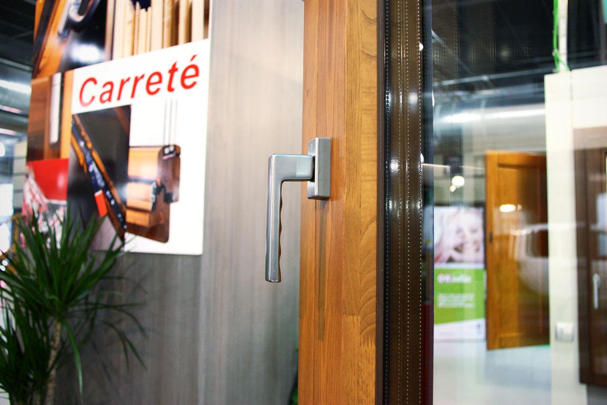 exposición ventanas mixtas de madera y aluminio catálogo fabrica de ventanas y cerramientos Carreté Finestres en ExproReus-postigos interior
