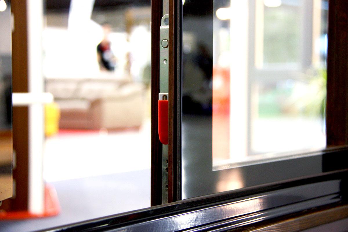 exposición ventanas mixtas de madera y aluminio Glass Wood catálogo fabrica de ventanas y cerramientos Carreté Finestres en ExproReus-herrajes Gretsch unitas