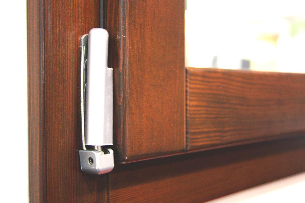 exposición ventanas mixtas de madera y aluminio catálogo fabrica de ventanas y cerramientos Carreté Finestres en ExproReus-herrajes Gretsch unitas