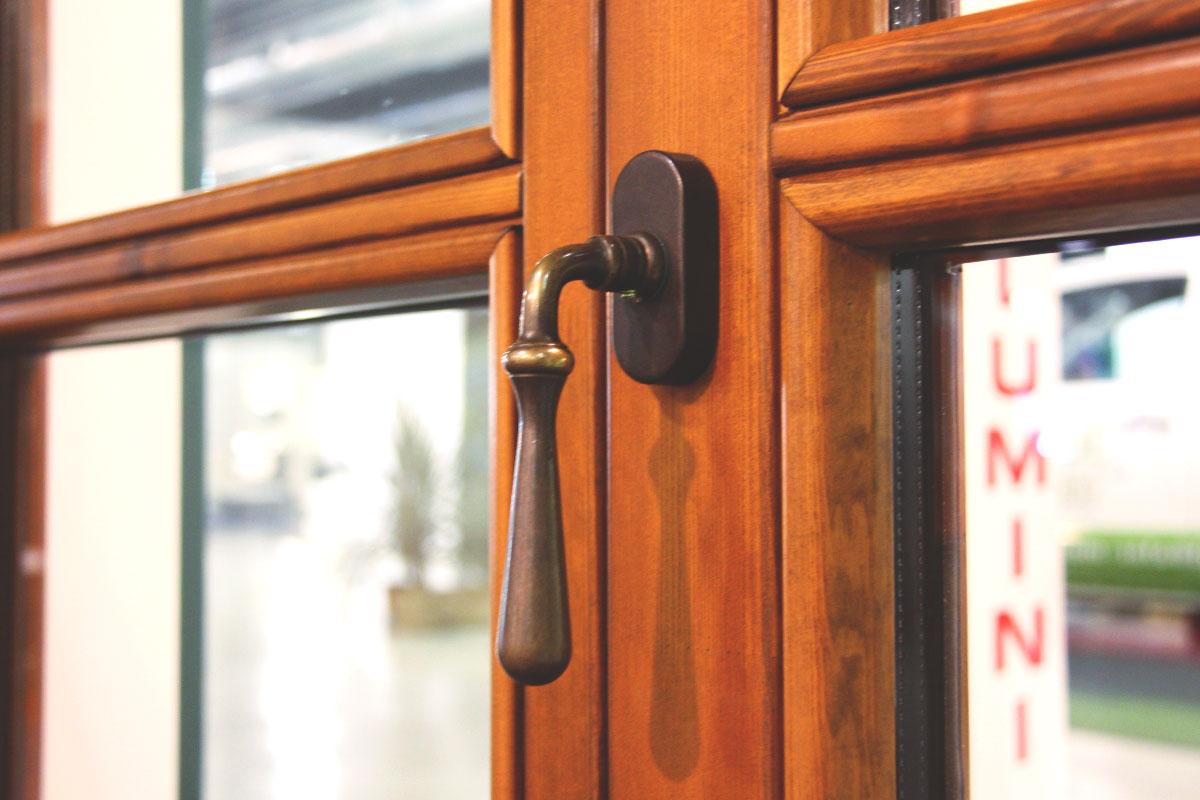 exposición ventanas mixtas de madera y aluminio catálogo fabrica de ventanas y cerramientos Carreté Finestres en ExproReus-diseño personalizado