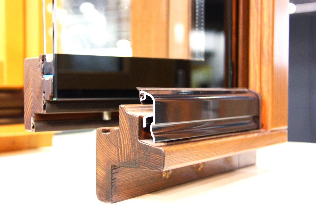 exposició finestres mixtes de fusta i alumini catàleg fabrica de finestres i tancaments Carreté Finestres a ExproReus-aïllament tèrmic acústic