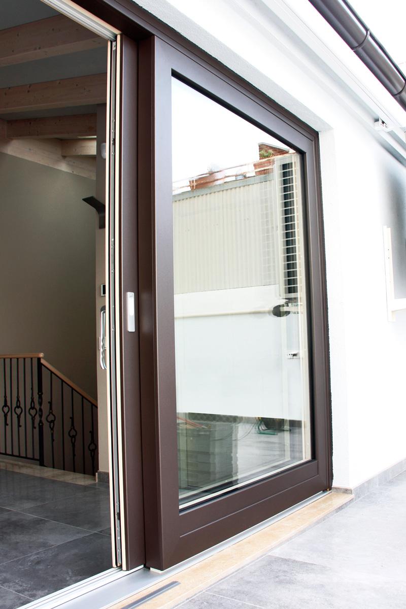 Reforma de finestres de fusta i alumini, finestres mixtes, a Vilanova i la Geltrú- finestra corredissa