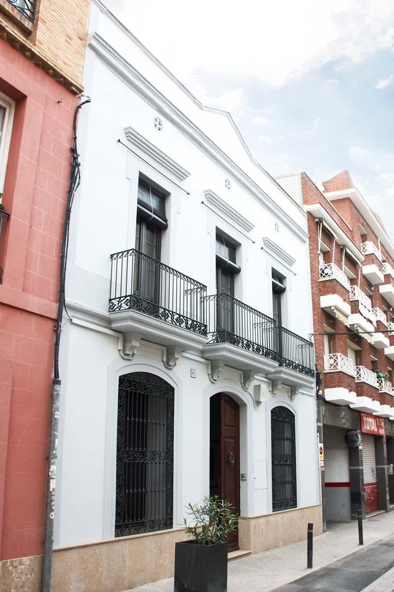 Reforma de finestres de fusta i alumini, finestres de perfil mixt, a Vilanova i la Geltrú