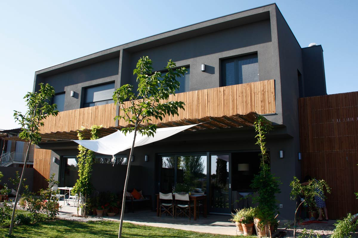 fabricantes de ventanas de madera ecológica y puertas de madera maciza-exterior Lleida