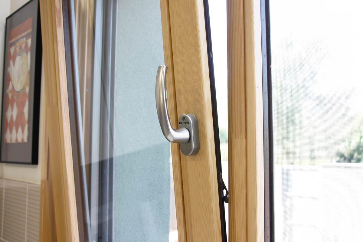 Venda de finestres de fusta hermètiques oscil·lobatents i corredisses-finestra de fusta Silva 68