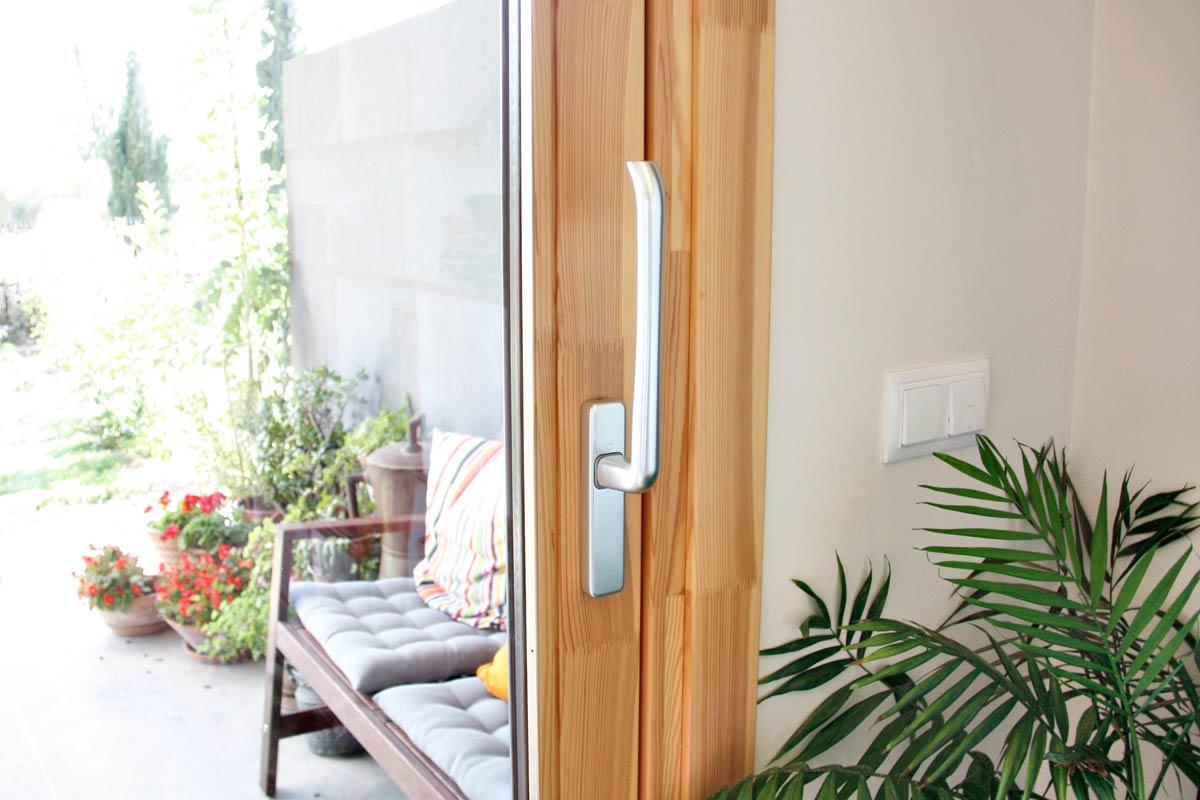ventanas de madera ecológica con cierre hermético y aislamiento térmico en Lleida-gran catálogo y presupuesto a medida