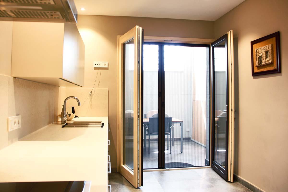 ventanas de madera aluminio y mixtas en Vilanova i la Geltru por Carreté Finestres-cocina
