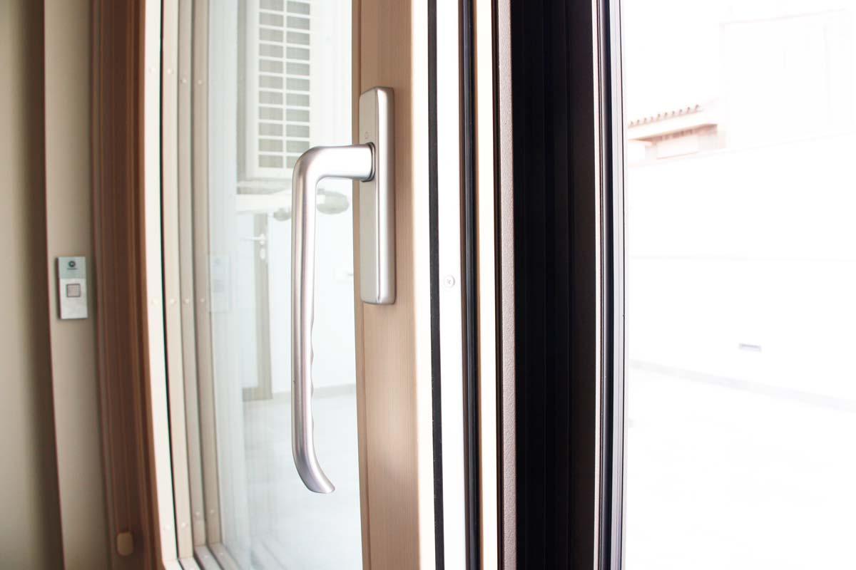 Reforma ventanas de madera aluminio y mixtas en Vilanova i la Geltru por Carreté Finestres-aislamiento termico