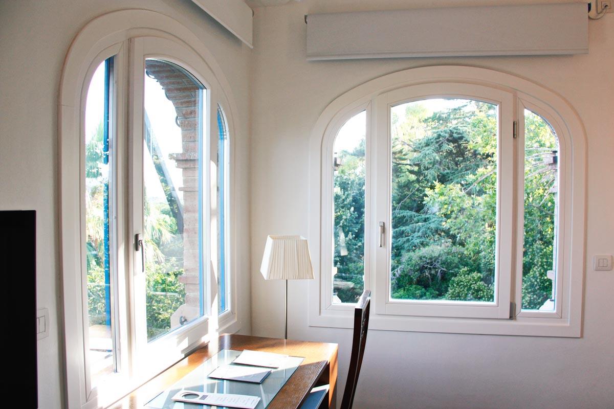 ventana de madera Hotel Mas Passamaner fabricadas por Carreté Finestres fabrica de ventanas en La Selva del Camp-ventanas a medida