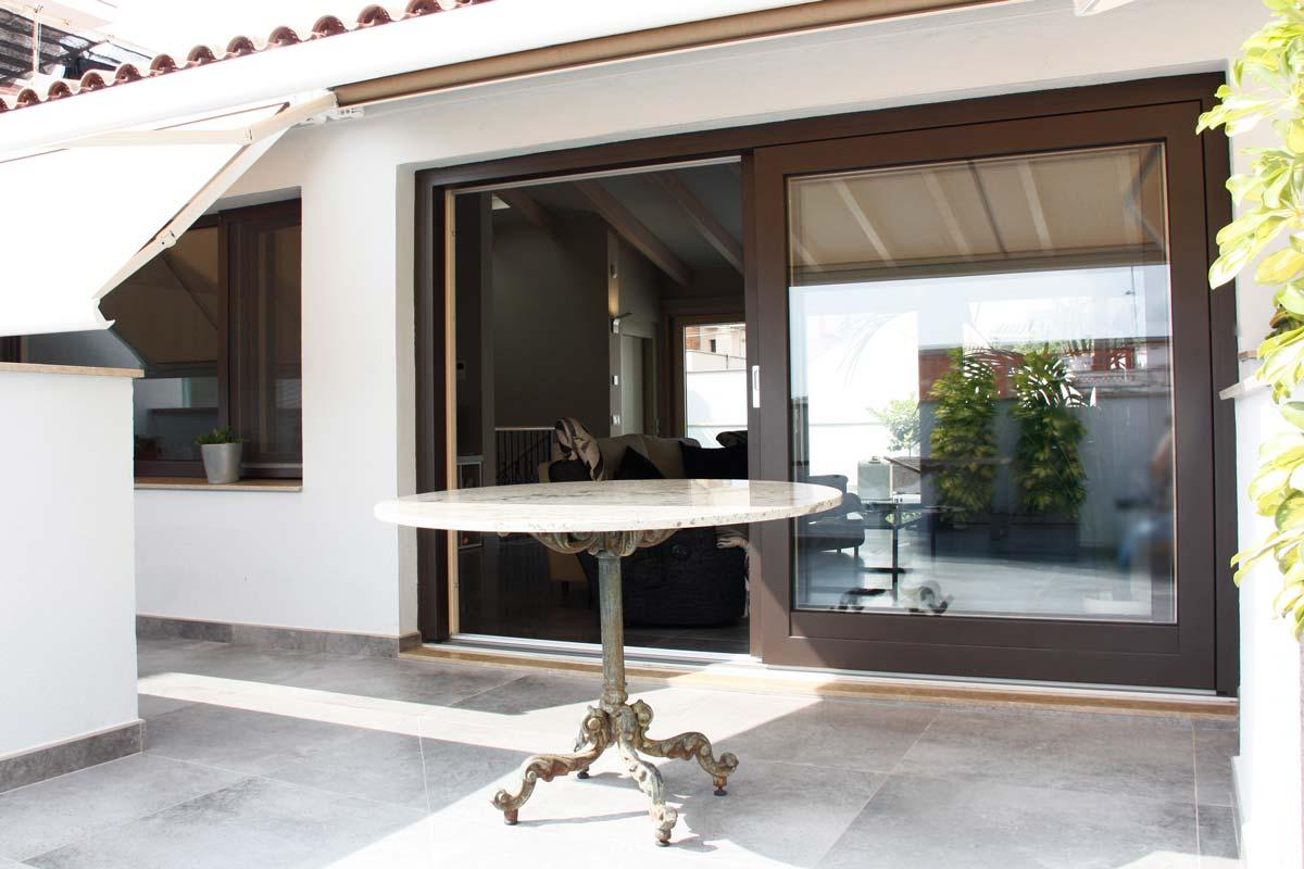 Reforma ventanas de madera aluminio y mixtas en Vilanova i la Geltru por Carreté Finestres-ventana corredera de aluminio