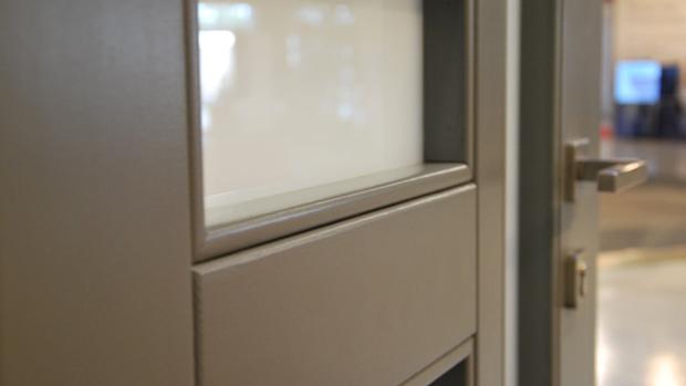 exposición fabrica de ventanas y cerramientos Carreté Finestres ventanas de madera mixtas y ventanas de madera y aluminio puertas de diseño