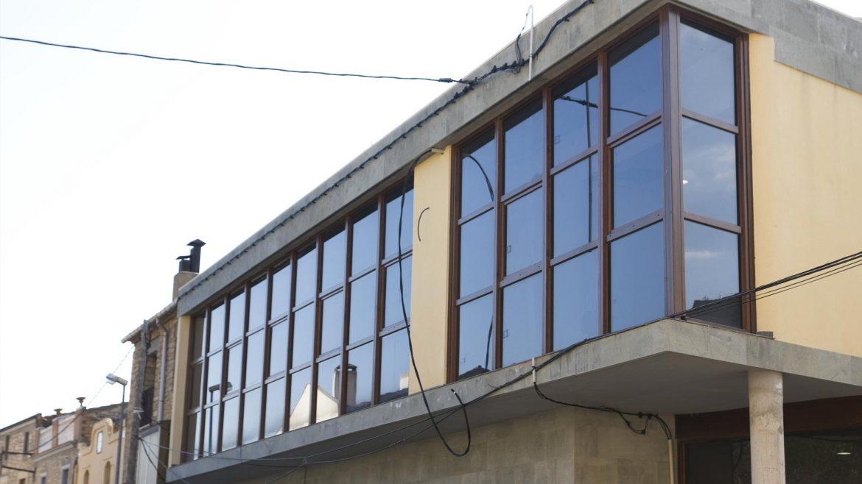 obra finestres noves de fusta al Casal de Solivella