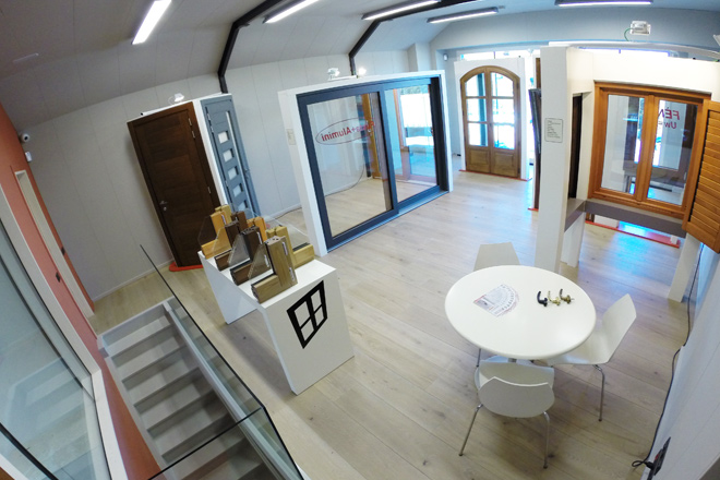 Carreté Finestres - espacio de exposición de ventanas de madera, ventana mixta de madera y aluminio y cerramientos en la Selva del Camp (Baix Camp)