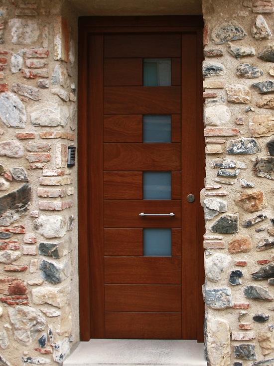 Carreté Finestres porte entrée maison en bois