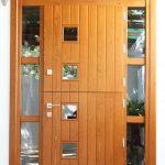 Carreté Finestres - puerta de entrada en casa de madera en Tarragona