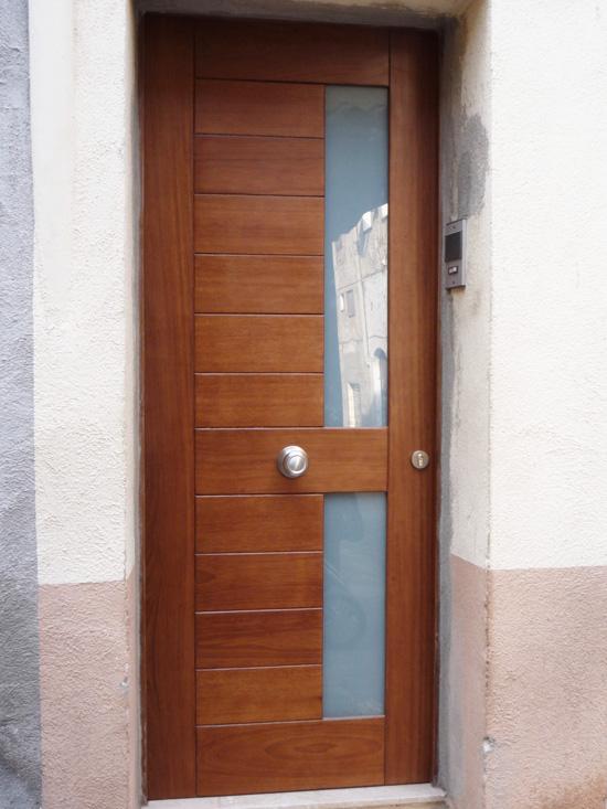 Carreté Finestres - porte entrée maison en bois a Tarragona