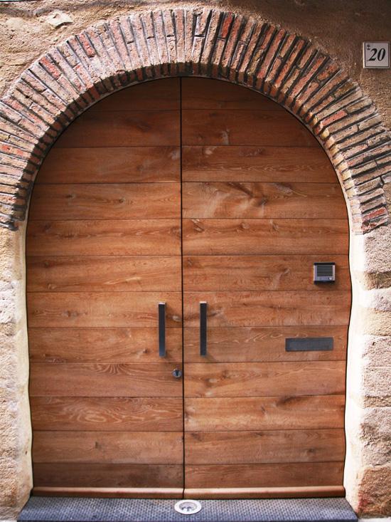 Carreté Finestres - porte entrée maison rurale en Catalogne