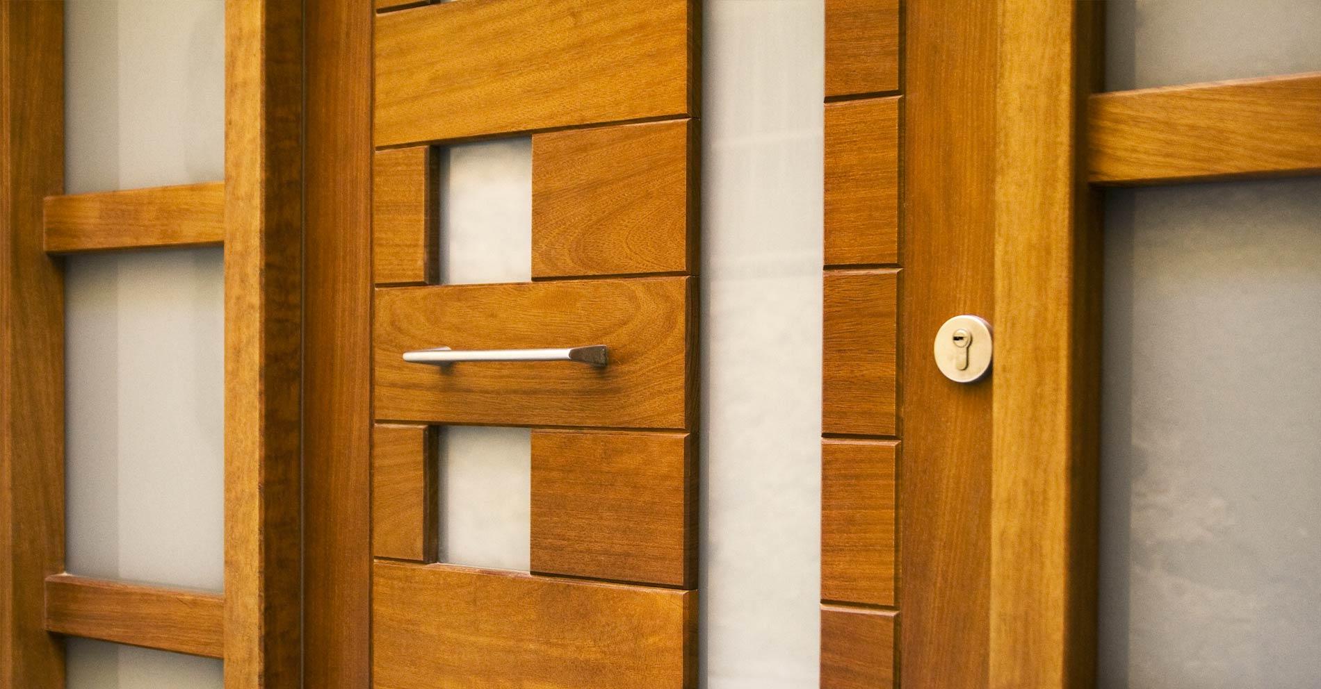Carreté Finestres - porta d'entrada amb tancament de seguretat