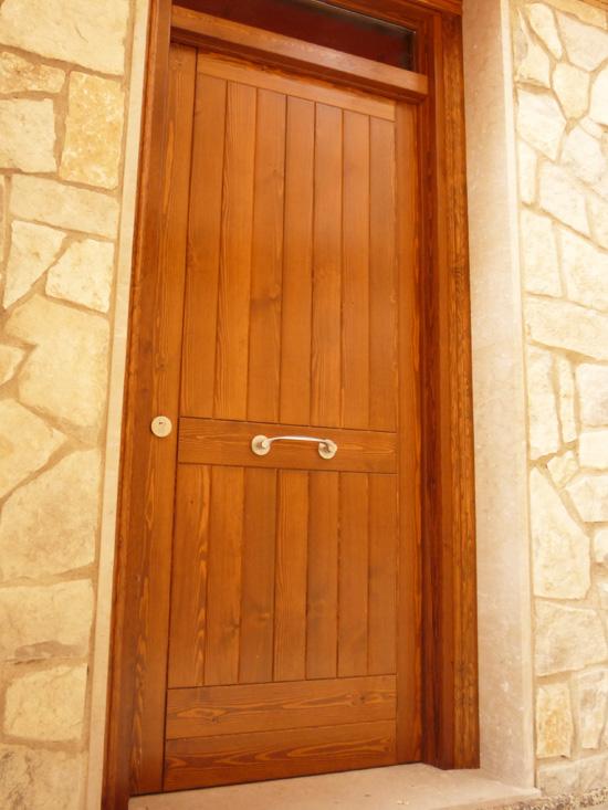 Carreté Finestres -porta d'entrada de fusta clàssica