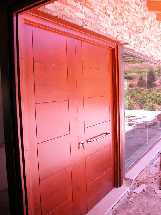 Carreté Finestres- porta d'entrada de fusta