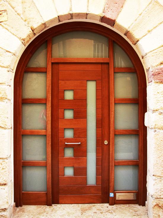 Carreté Finestres - porta d'entrada arrodonida