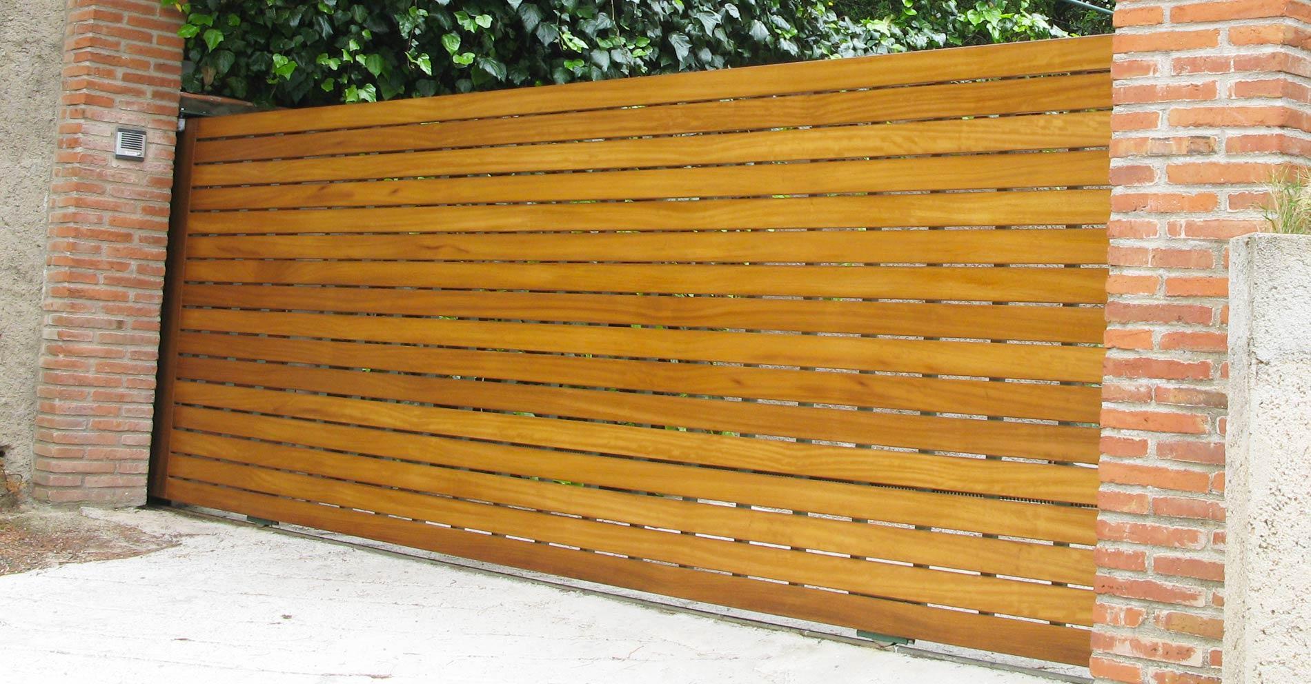 Carreté Finestres - porta exterior d'accés a jardí