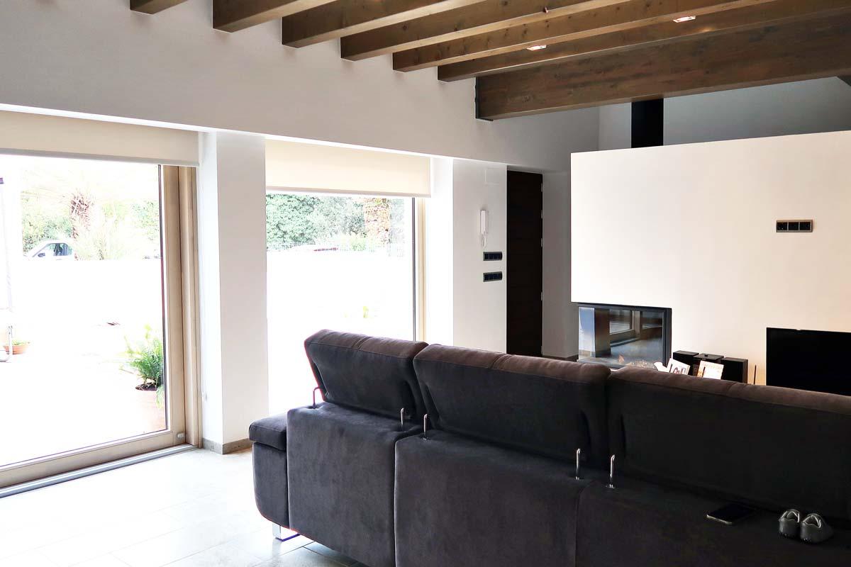 ventana corredera elevable de madera y aluminio exterior en les Terres de l'Ebre - Carreté Finestres