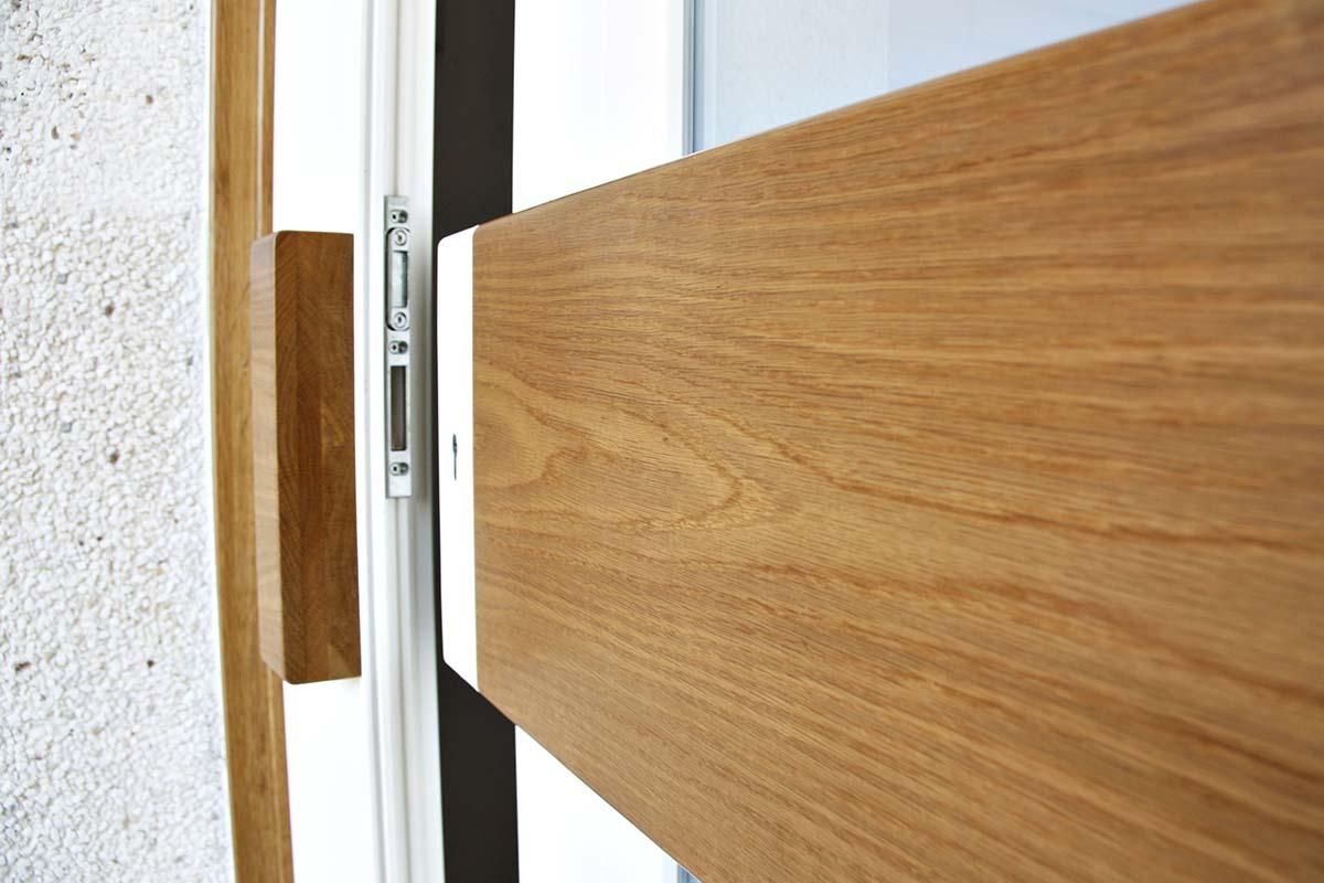 puerta de entrada de diseño de madera - Carreté Finestres