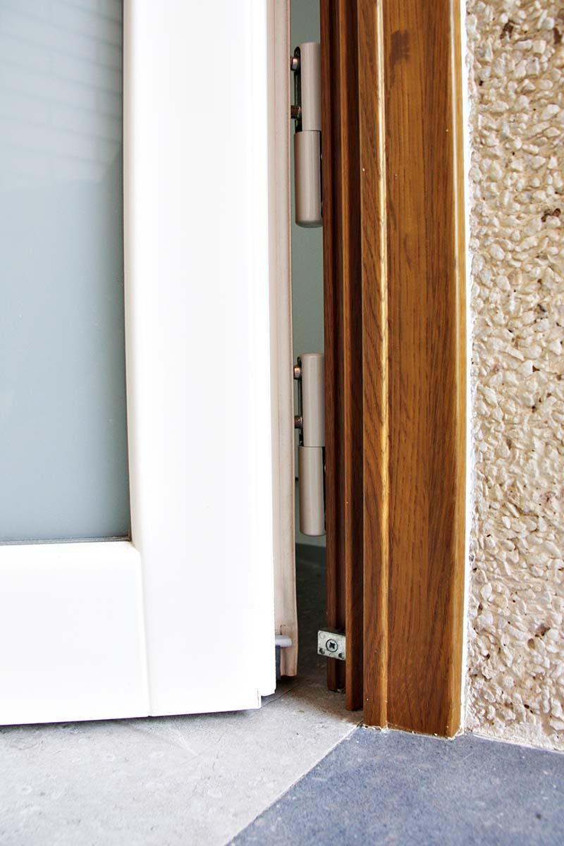 puerta de entrada de madera en casa de Reus - Carreté Finestres