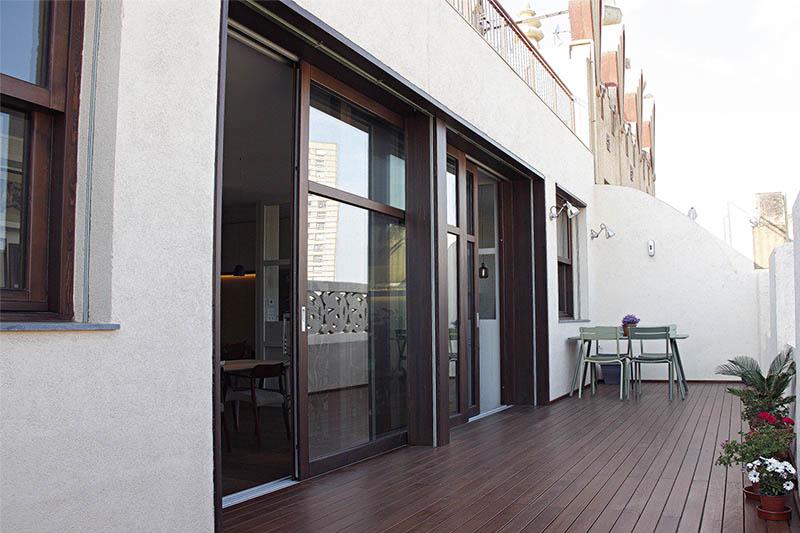 fabricació de finestra corredissa de fusta de seguretat en pis al centre de Barcelona - Carreté Finestres