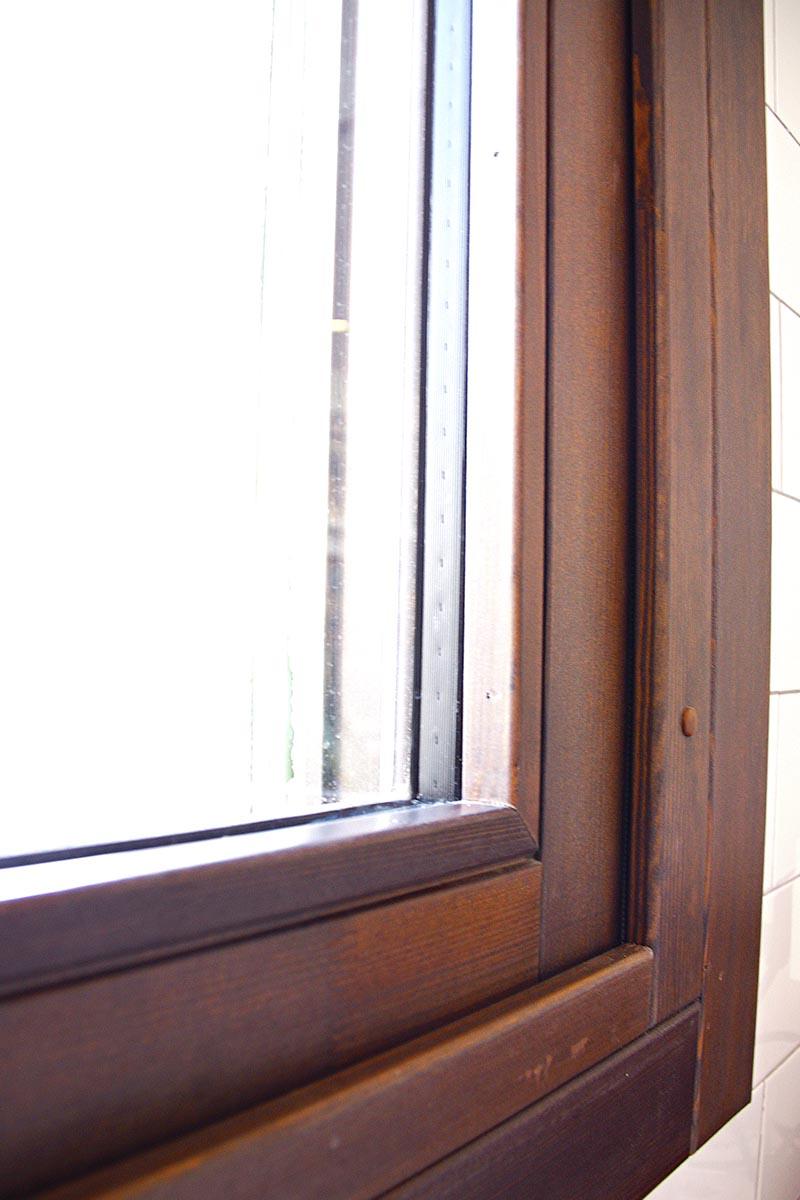 finestra de fusta Silva 68 amb aïllament tèrmic en àtic de Barcelona - Carreté Finestres