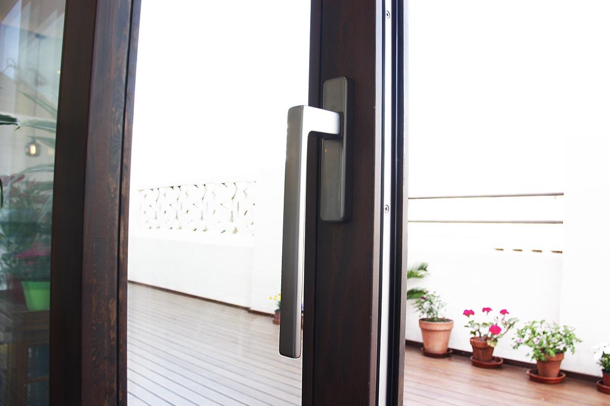 finestra corredissa elevable de fusta laminada de pi a Barcelona - Carreté Finestres