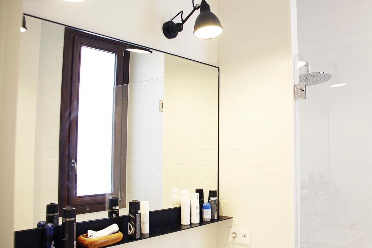 finestra de fusta en bany amb vidre Listral 151 amb control tèrmic a Barcelona - Carreté Finestres