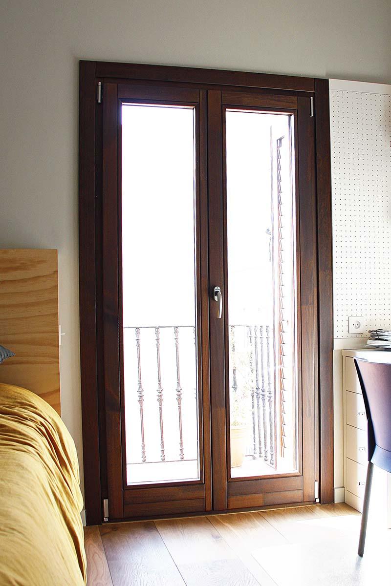 finestra de fusta oscil·lobatent balconera a Eixample de Barcelona - Carreté Finestres