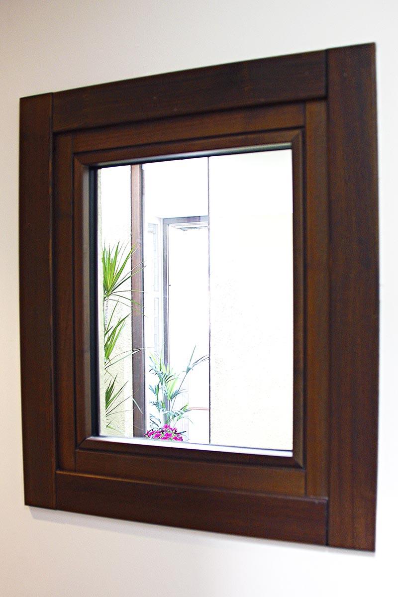 finestra de fusta en pati interior amb lluminositat a Eixample de Barcelona - Carreté Finestres