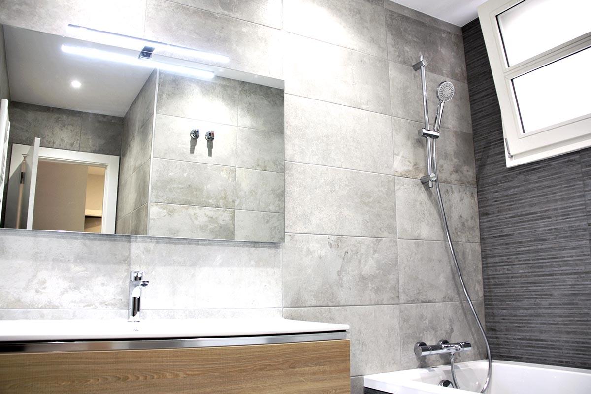 baño de alto standing en piso de Sant Gervasi en Barcelona con ventanas de madera de calidad - Carreté Finestres