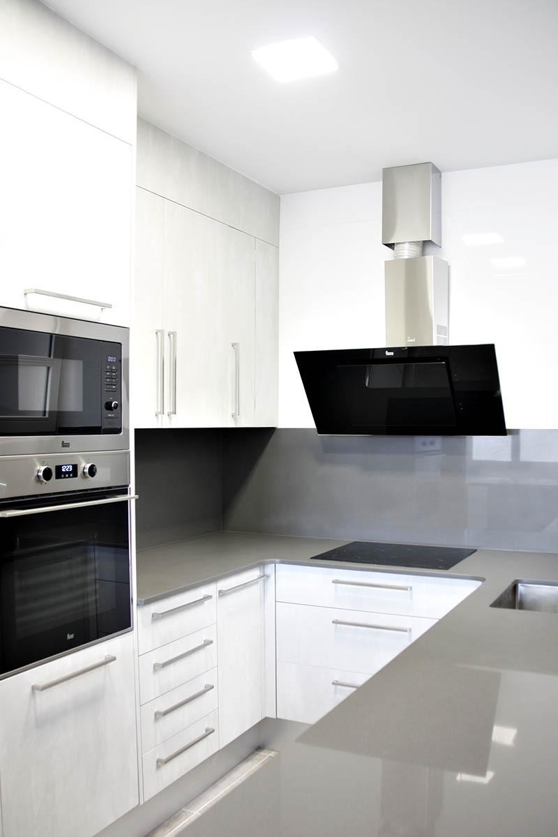 cocina en piso de Sant Gervasi en Barcelona con cocina de alto standing