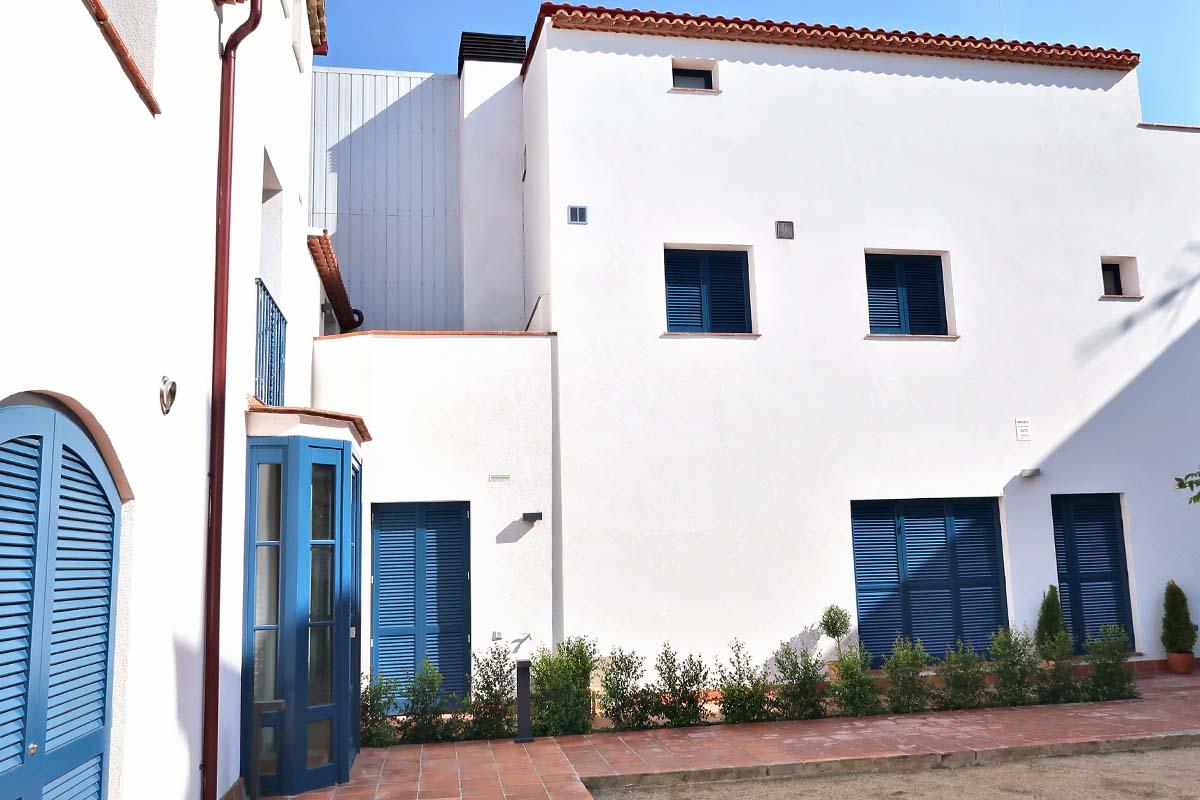 finestres de fusta eficiència energètica amb aïllament acústic tèrmic a casa masia Badalona - Carreté Finestres
