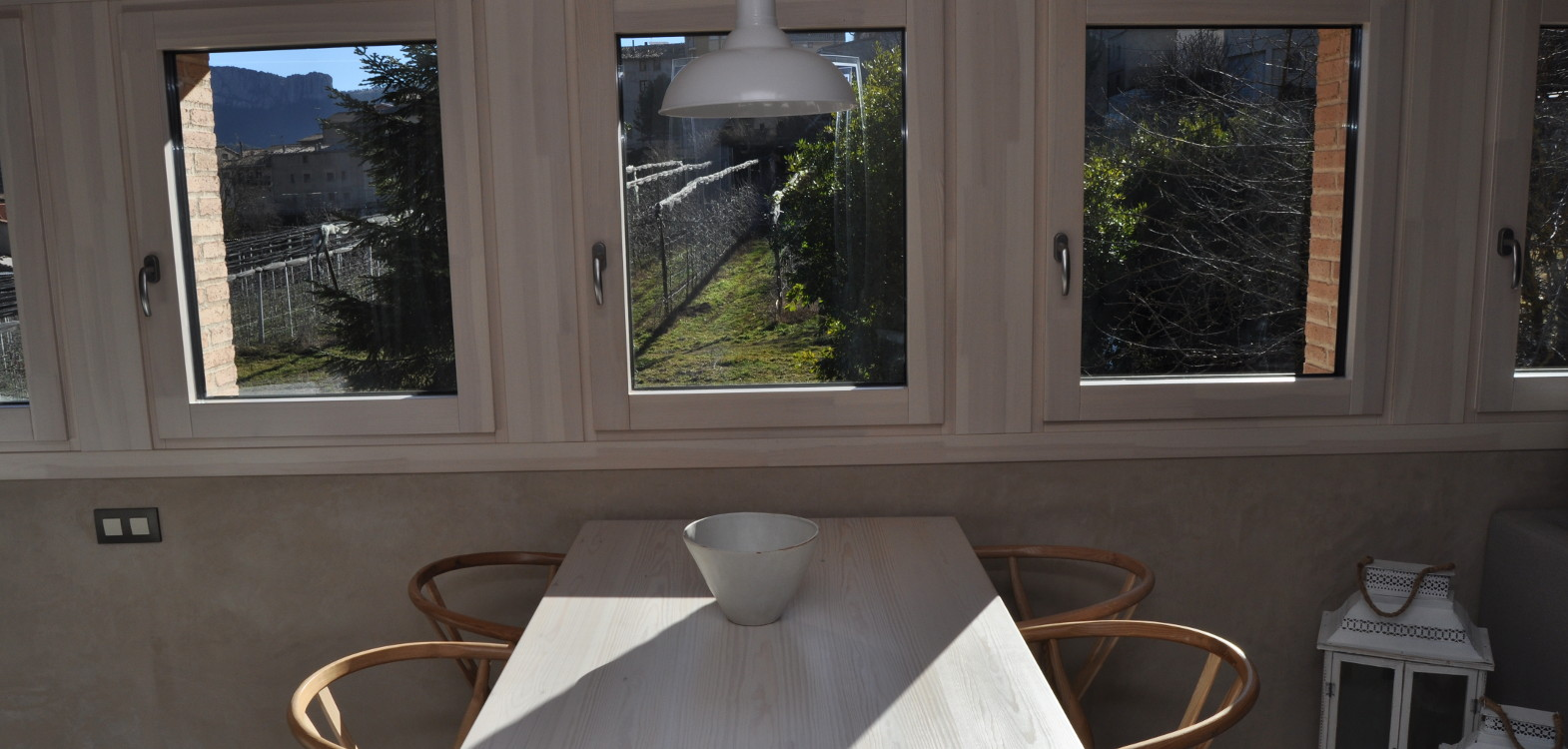 ventanas con triple cristal madera aluminio de pino carrete finestres l'era den bella solsones