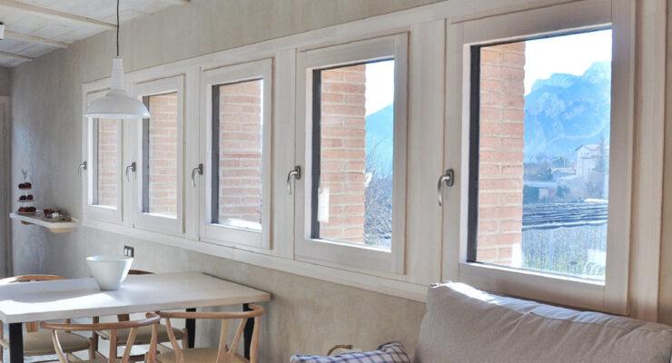 Finestres de fusta i alumini amb triple vidre al Solsonès