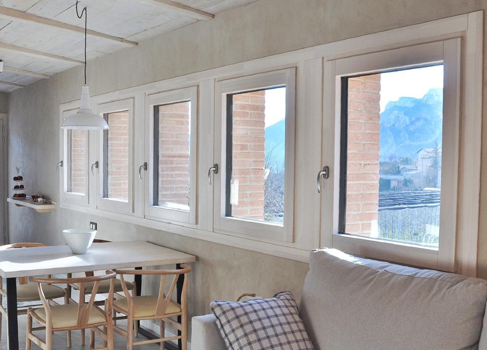 ventanas de madera y aluminio con triple acristalamiento en casa de montaña - L'Era den Bella Solsonès - Carreté Finestres