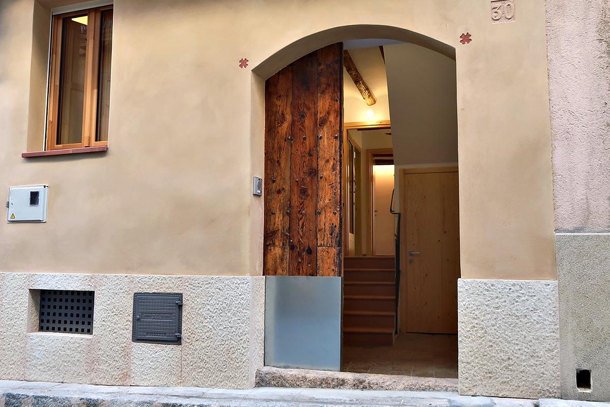 entrada principal en casa rural en Vilaplana (Baix Camp, Catalunya)