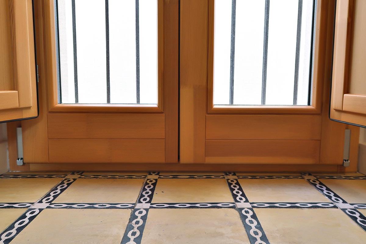 ventana de madera con aislamiento térmico en casa rural de Vilaplana - Carreté Finestres