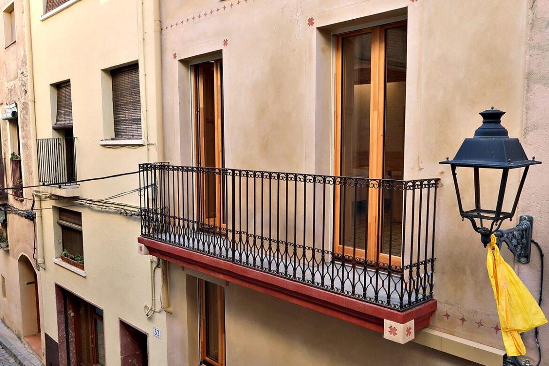 ventanas de madera en casa rural en Vilaplana con aislamiento térmico - Carreté Finestres