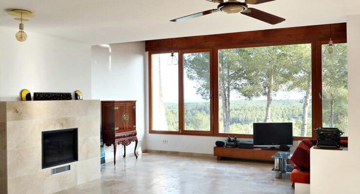 Finestres de fusta a casa de nova construcció a El Catllar 🏡🌊😍