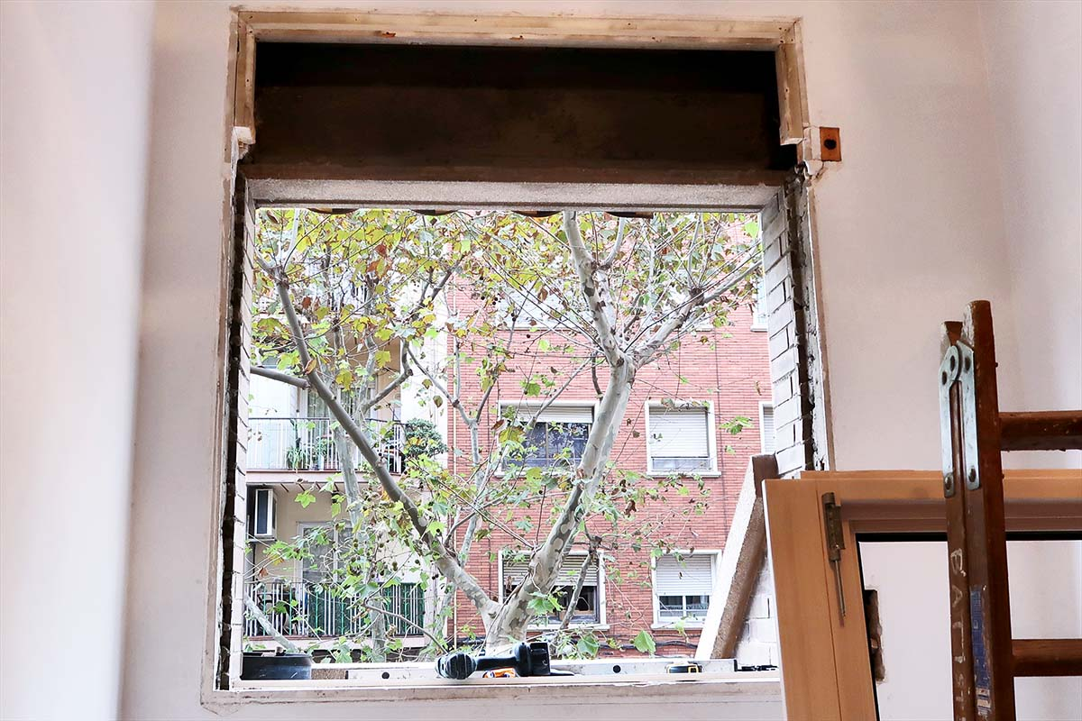 Premarco antiguo de nueva ventana de madera aluminio - Carreté Finestres