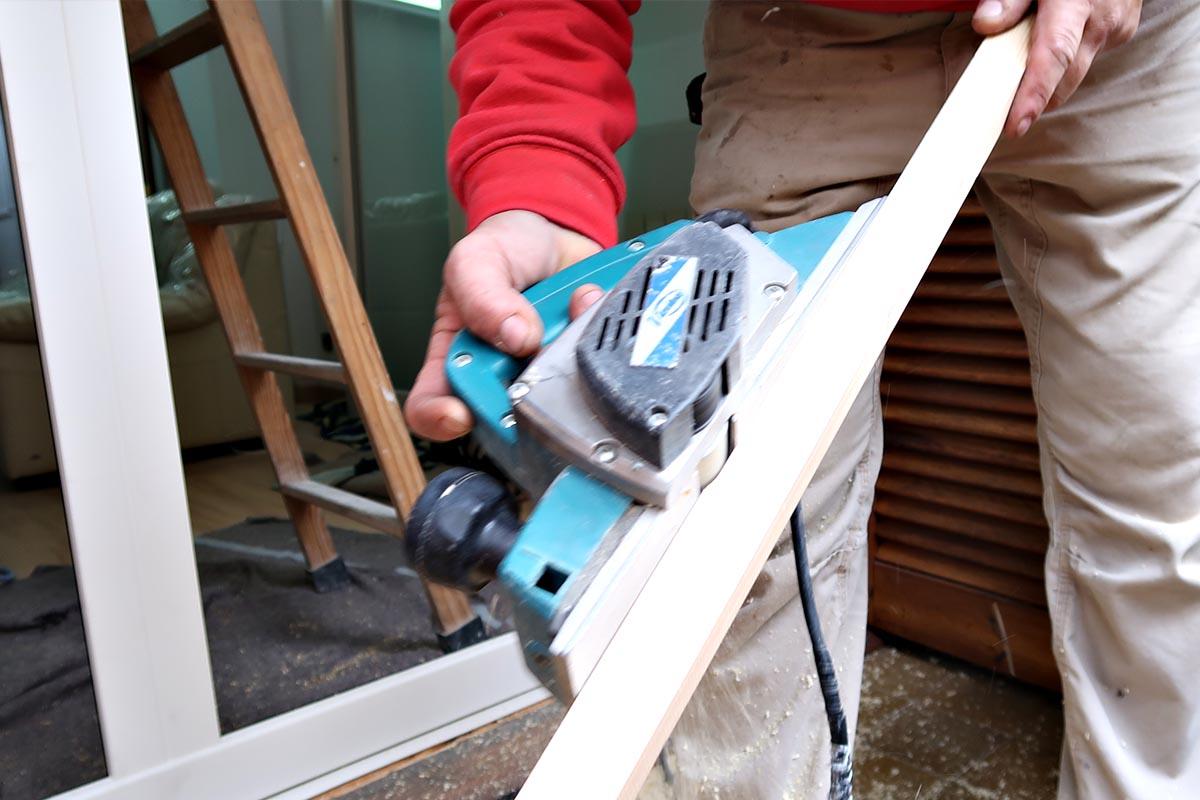 preparación de la instalación de ventana de madera y aluminio (ventana mixta) en un una reforma de piso en Cornellà de Llobregat - Carreté Finestres